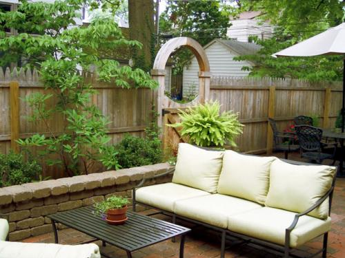 Residential landscape design with fencing and wall design