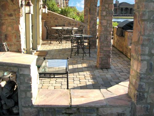 Stone and pavement residential landscaping